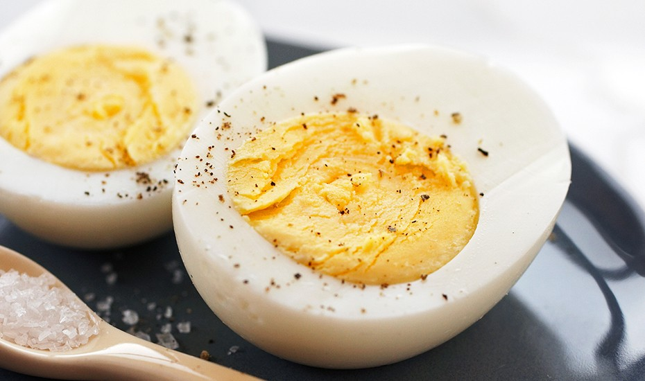 easy-hard-boiled-eggs-930x550